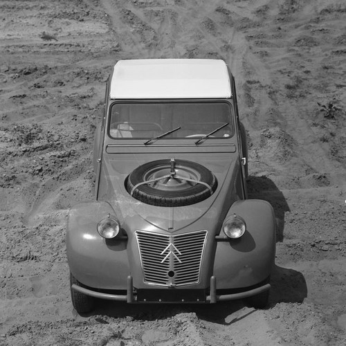 Presentation of the Citroën 2 CV Sahara