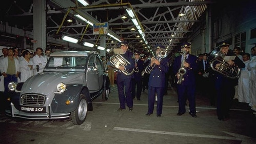 Citroën ends  production of the 2CV