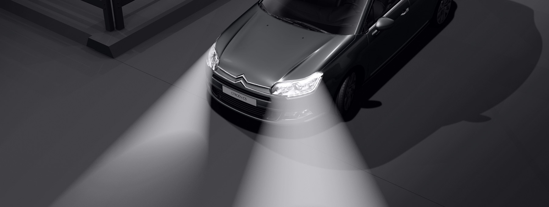 Safety - Xenon dual-function directional headlamps
